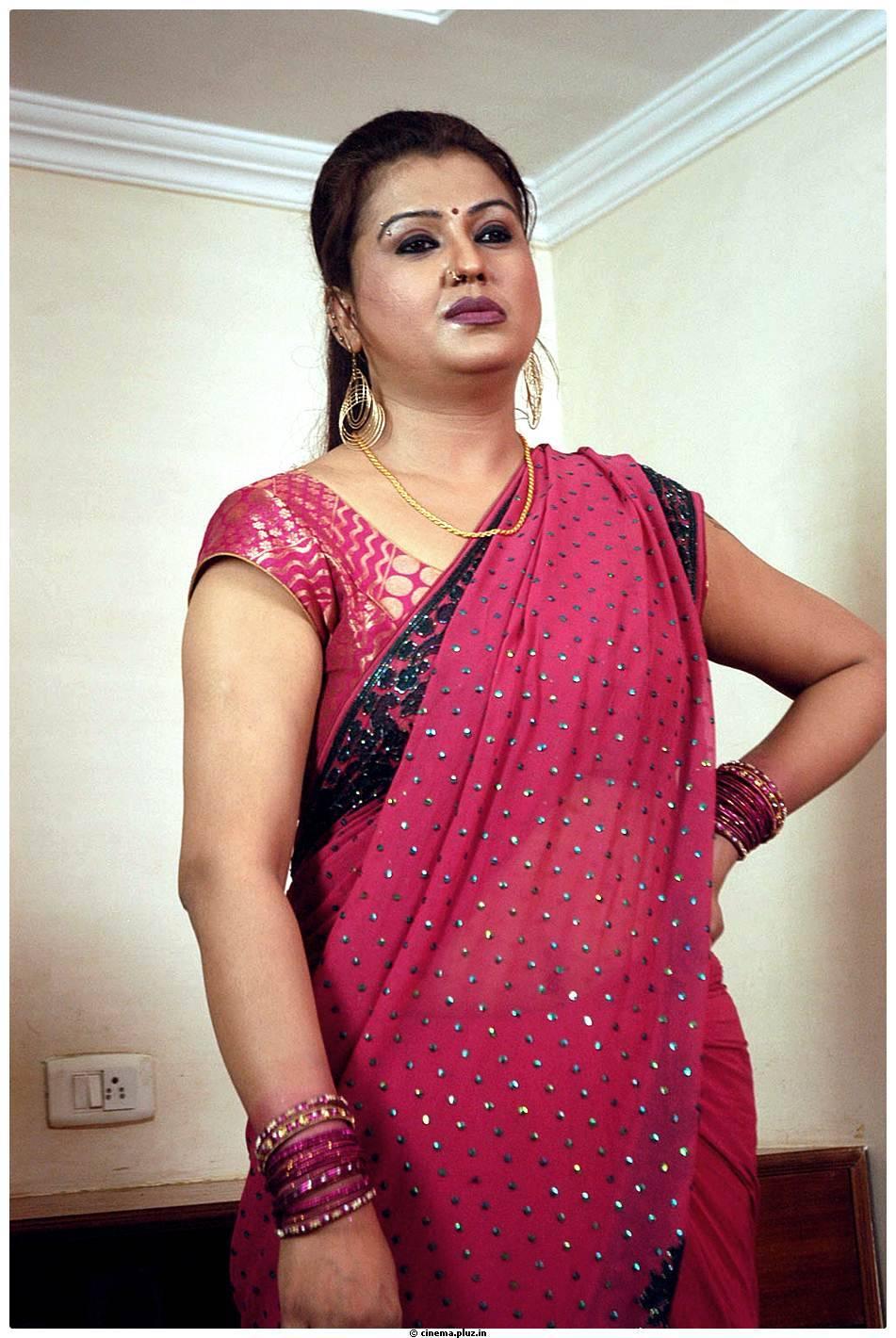 Sona Heiden Rettai Vaalu Movie Stills