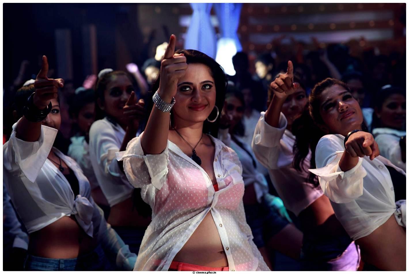 Anushka shetty singam 2 movie stills thecheapjerseys Choice Image