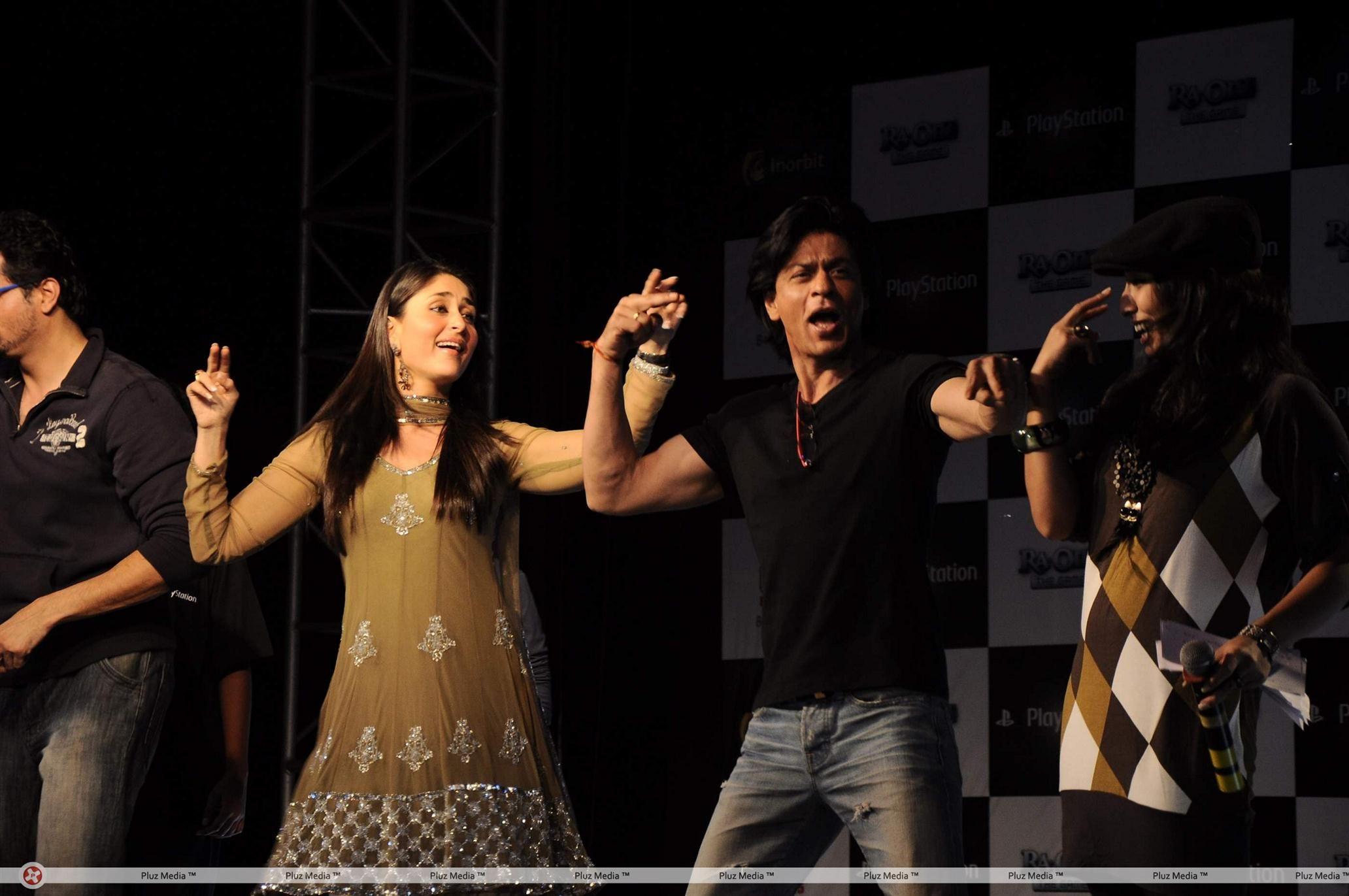 ra.one - shahrukh khan and kareena kapoor at the press conference of