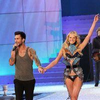 Adam Levine - 2011 Victoria's Secret Fashion Show - Performance