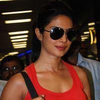 Photos - Priyanka Chopra snapped at Mumbai International Airport