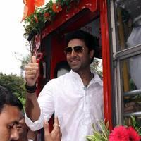 Abhishek Bachchan - Abhishek Bachchan flag off special BEST buses photos | Picture 505011