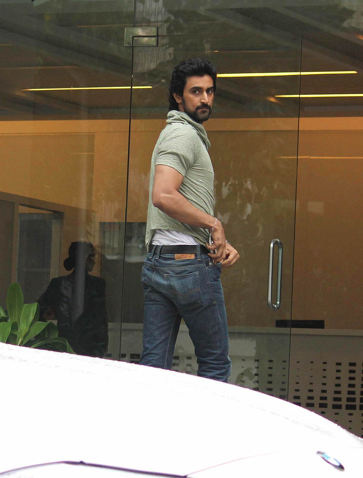 Kunal Kapoor - Celebrities meet Hrithik Roshan at hospital photos | Picture 505075