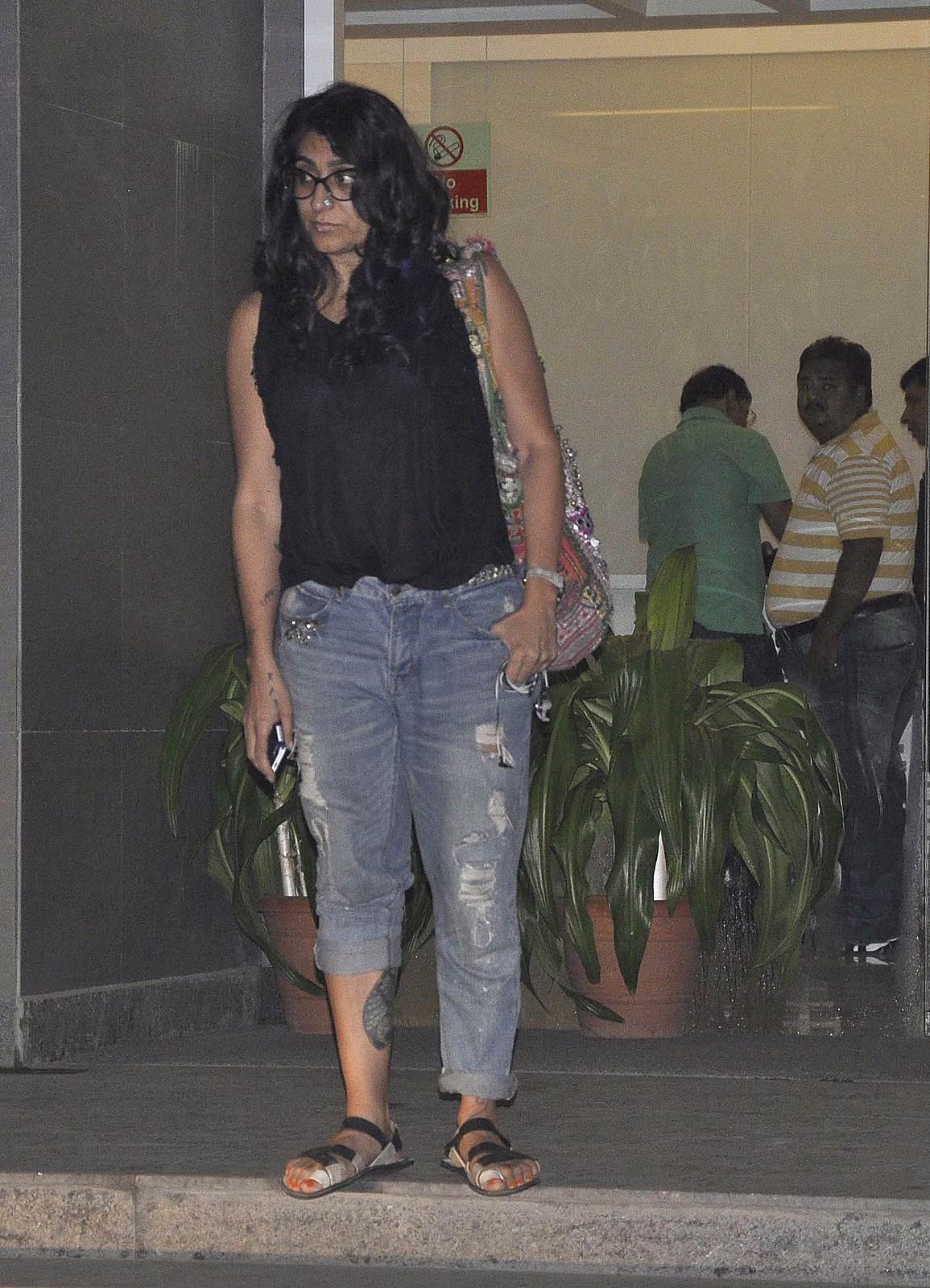 Niharika Khan - Celebrities meet Hrithik Roshan at hospital photos | Picture 505085