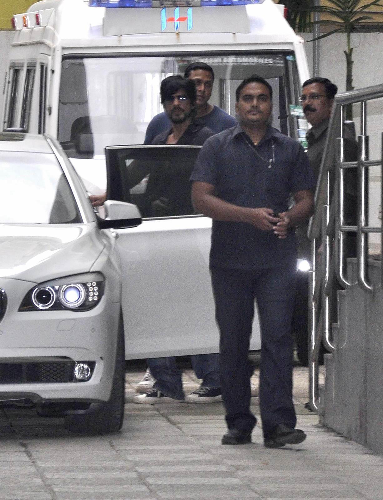 Shahrukh Khan - Celebrities meet Hrithik Roshan at hospital photos | Picture 505086