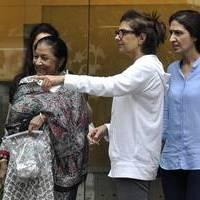 Celebrities meet Hrithik Roshan at hospital photos | Picture 505082