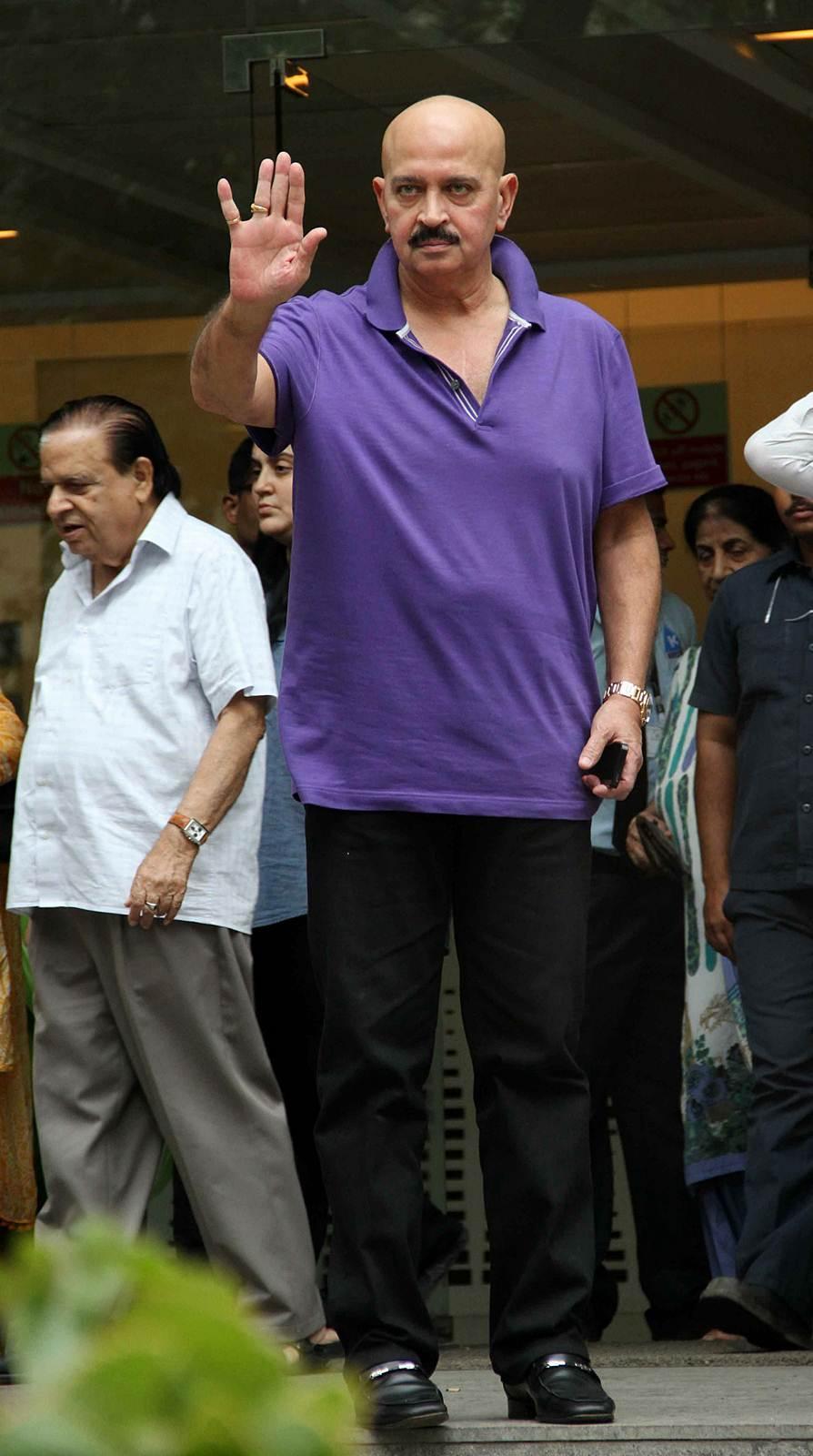 Rakesh Roshan - Celebs to meet Hirthik Roshan after brain surgery Photos | Picture 504142