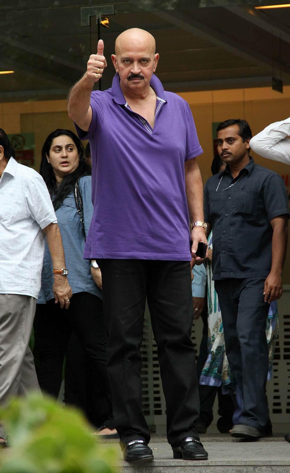 Rakesh Roshan - Celebs to meet Hirthik Roshan after brain surgery Photos   Picture 504149