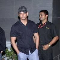 Sharman Joshi - Celebs to meet Hirthik Roshan after brain surgery Photos