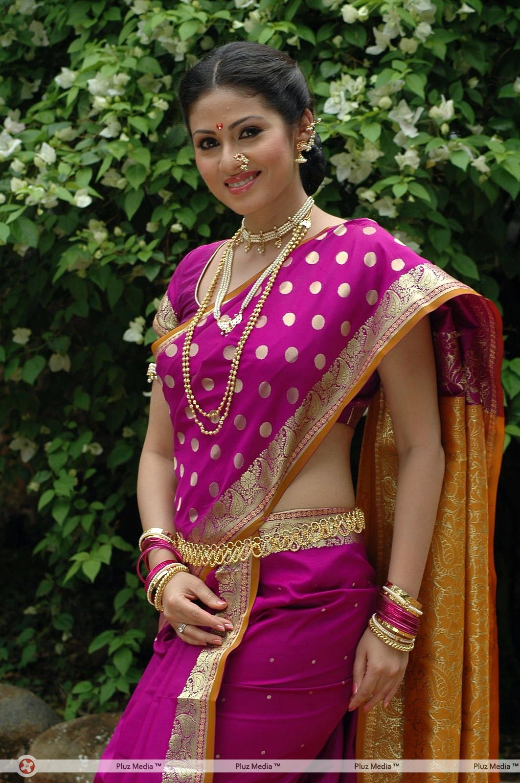 sada cute saree images