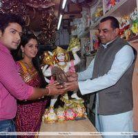 Paresh Rawal Sells Ganesh Idols to Promote OMG - Photos